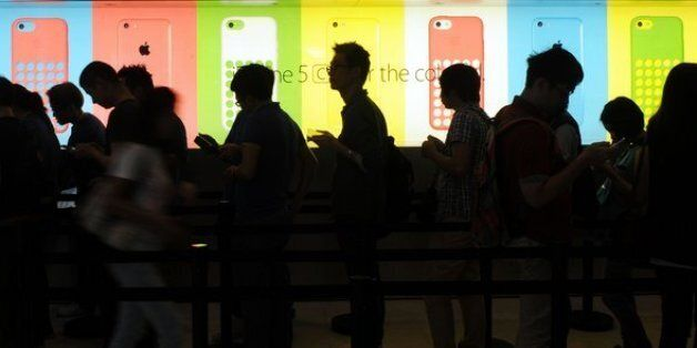 iPhone 5S And 5C Launch: Hundreds Pack Apple Stores For Ritualistic Launch Day