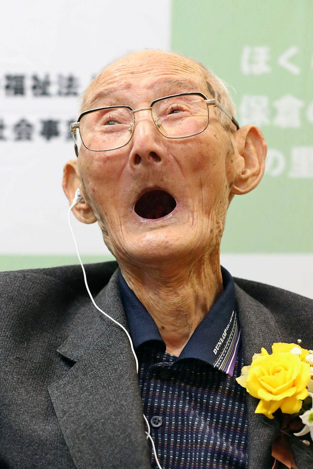 O γηραιότερος άνδρας του κόσμου είναι 5 χρόνια μικρότερος από τη γηραιότερη