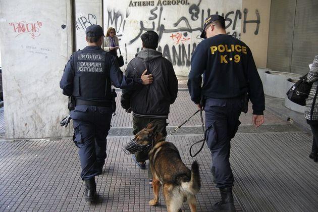 Γιατί η ΕΛ.ΑΣ. αλλάζει «φιλοσοφία» στα Εξάρχεια – Αστυνομικοί σκύλοι στο