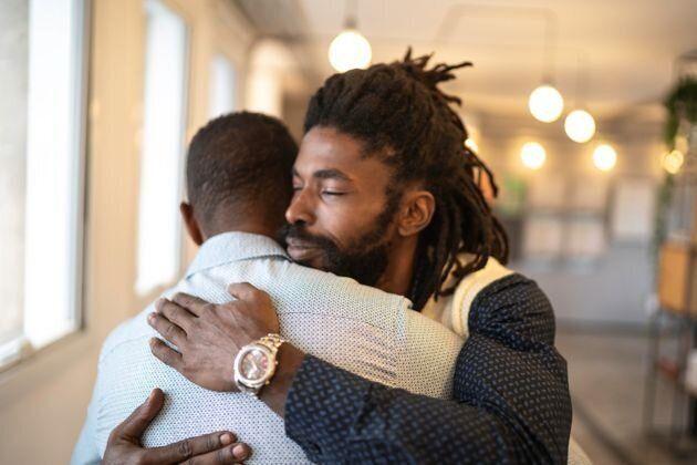 Exprimer son amour l'un pour l'autre aide les hommes à construire des relations plus fortes et...