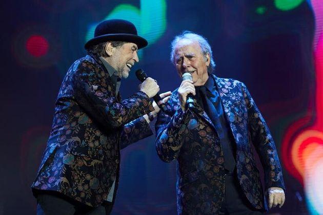Los cantantes Joaquín Sabina y Joan Manuel Serrat, durante su