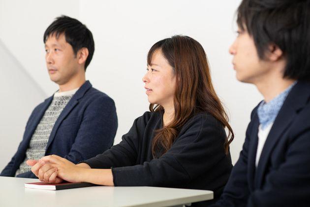 ネットのコメントについて語る、田中伶さん(中央)