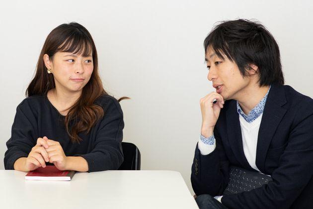 日本の子育てしづらさについて語る、駒崎さん(右)