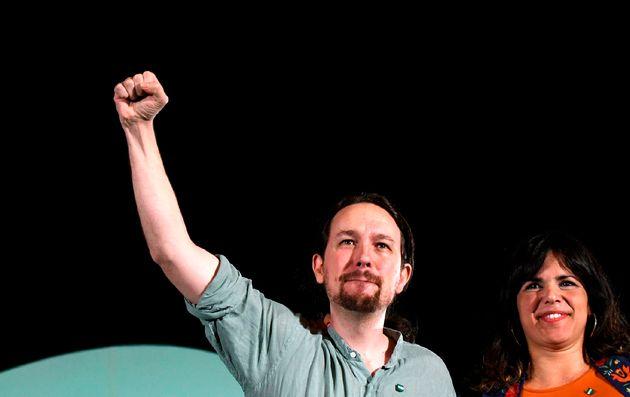 Pablo Iglesias y Teresa Rodríguez durante la campaña de las elecciones andaluzas de