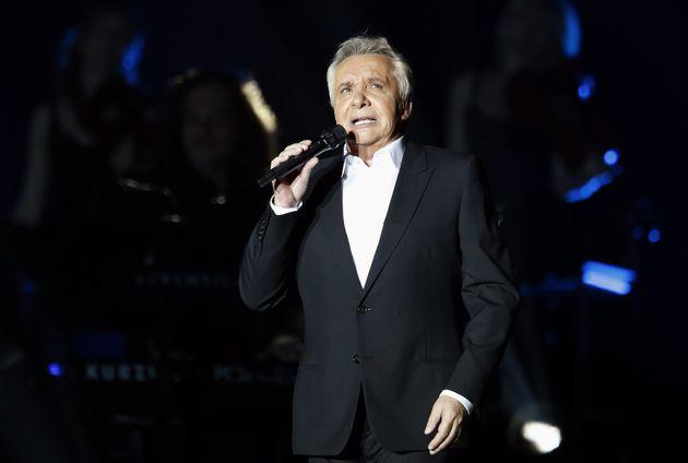 Hospitalisé quelques jours pour une grippe, Michel Sardou (ici lors d'un concert en 2012) se repose chez...