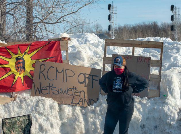 Depuis lundi, des membres de la communauté mohawk de Kahnawake bloquent la voie ferrée...