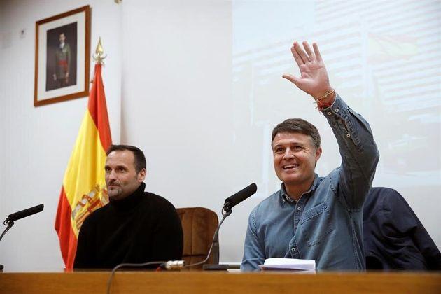 Pedro Morilla (d) y Oliver Cuadrado (i), dos de los españoles que fueron repatriados el pasado 31 de...