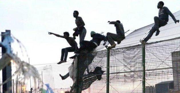 Migrantes saltando