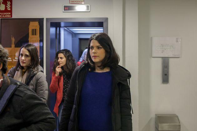 Los vídeos del desahucio muestran a Isa Serra apartándose de los