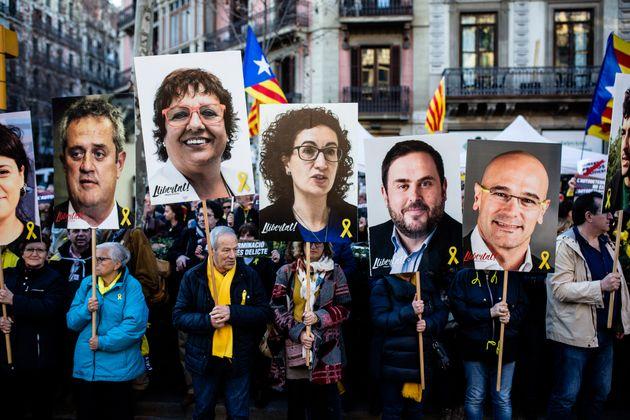 Pancartas de Joaquim Forn, Dolors Bassa, Marta Rovira, Oriol Junqueras y Raul