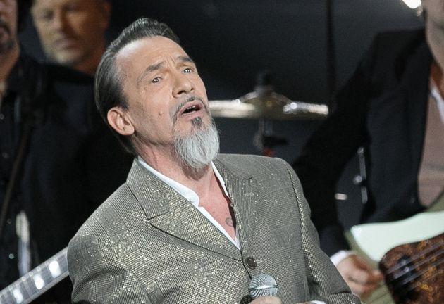 Florent Pagny sur la scène de la 33e édition des Victoires de la Musique, le 9 février