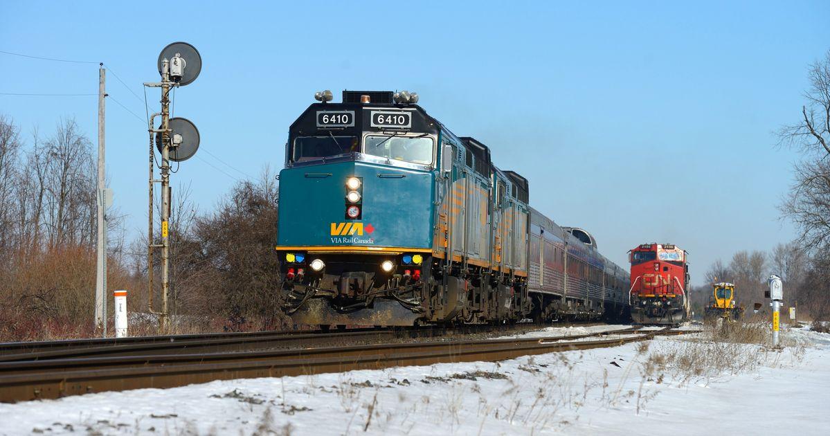 パイプラインの封鎖のためにカナダ全土で鉄道サービスを停止