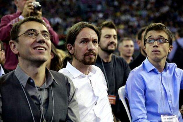 Desde la izquierda, Juan Carlos Monedero, Pablo Iglesias e Íñigo Errejón en Vistalegre I, en