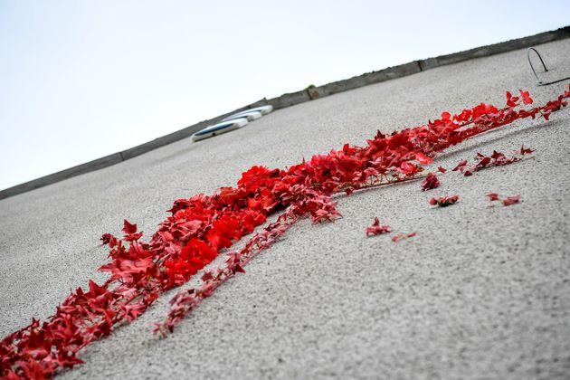 Banksy regresa a los terrenos de pisadas adolescentes con el nuevo 'Valentine's'