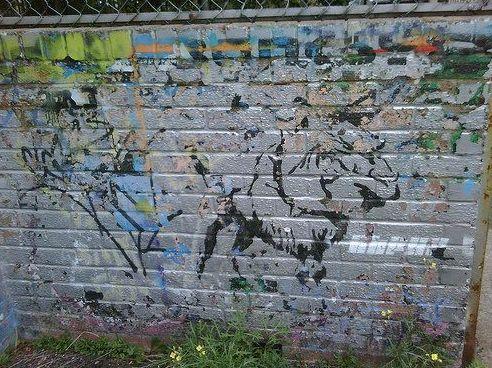 Una pieza temprana de Banksy que pintó en la década de 1980 en el Centro Juvenil Barton Hill, calles alejadas de ...
