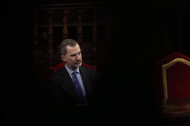 El rey Felipe VI presidirá el próximo martes, día 18, su primer Consejo de Ministros de un Gobierno de...