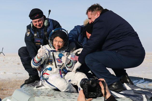 Christina H Koch a atterri sur Terre à bord d'une capsule Soyouz au Kazakhstan le 6 février