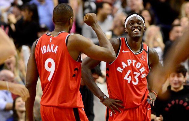 Pascal Siakam (droite) participera au Match des étoiles de la NBA pour la première fois...