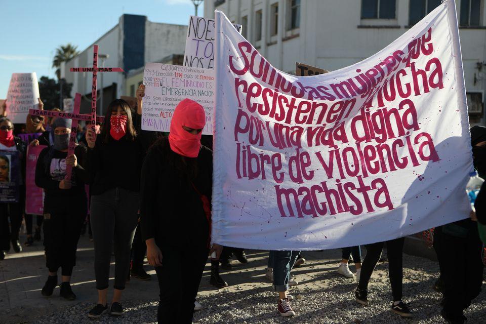 No México, manifestantes protestam contra os feminicídios em Ciudad Juarez.