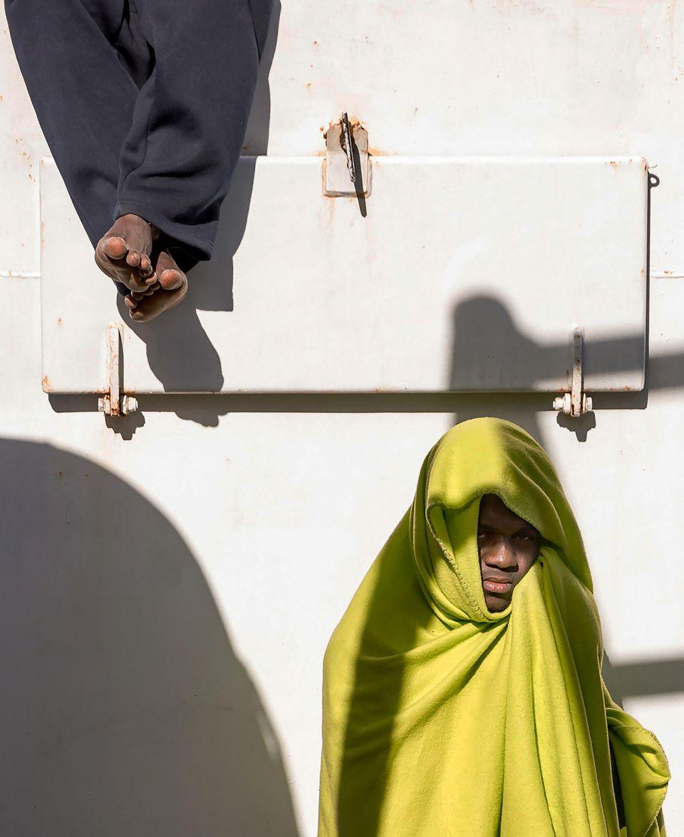 Δύο μετανάστες, μετά την...