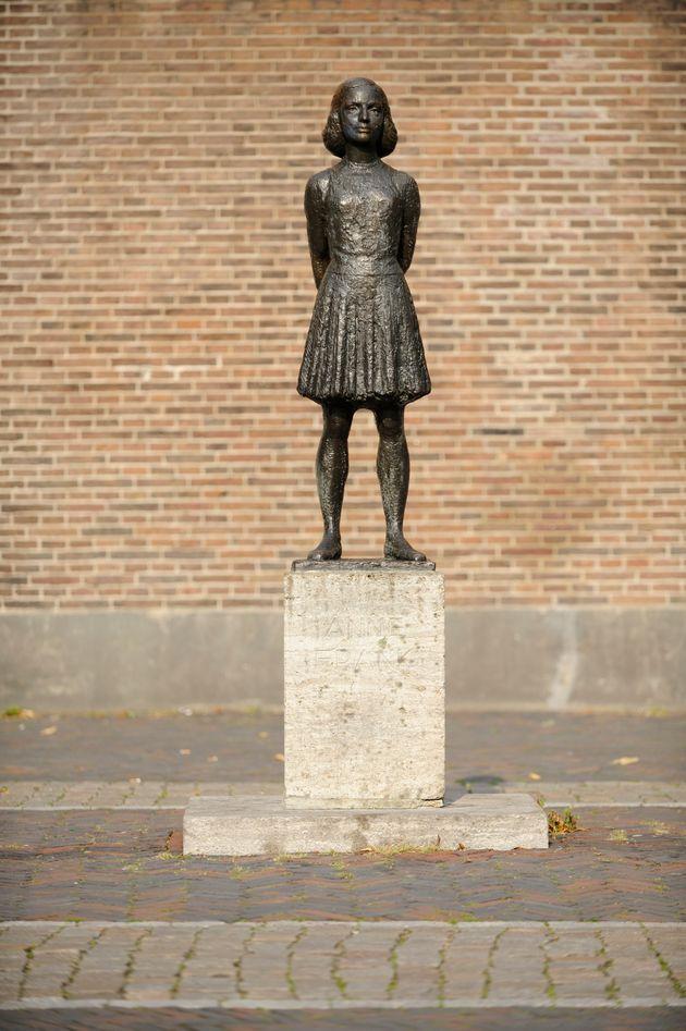 Estatua de Ana Frank, en