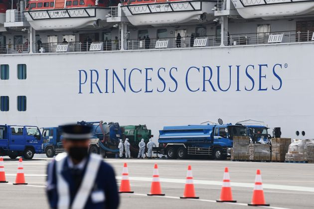横浜港に停泊中のダイヤモンド・プリンセス号(2020年2月14日)