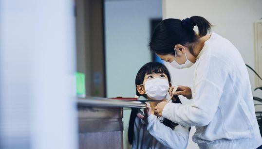 【マスクの正しい着用方法】付け方と外し方、手順が大事です