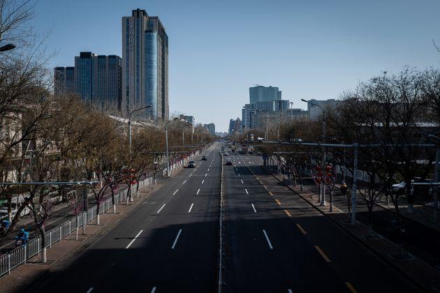 Une rue presque vide à Pékin, le 15 février