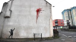 Destrozan con un grafiti obsceno la última obra de Banksy en