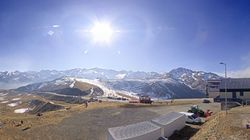 Une station de ski des Pyrénées achemine la neige en