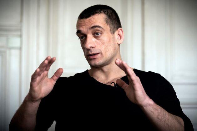 Piotr Pavlenski peut-il perdre son droit d'asile et être expulsé vers la Russie comme certains...