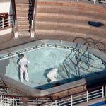 新型コロナウイルス、アメリカからの救出機に「遅すぎ」 拒む船客も
