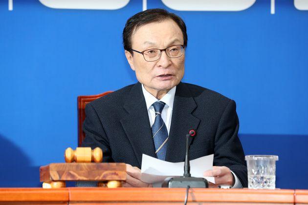 이해찬 더불어민주당 대표가 12일 서울 여의도 국회 당대표회의실에서 열린 최고위원회 회의에서 모두발언하고
