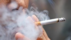 El ministro de Sanidad prevé revisar la ley del tabaco para hacerla más