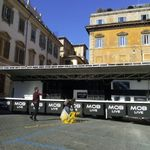 Sardine a Roma, attacchi bipartisan. Buffagni: