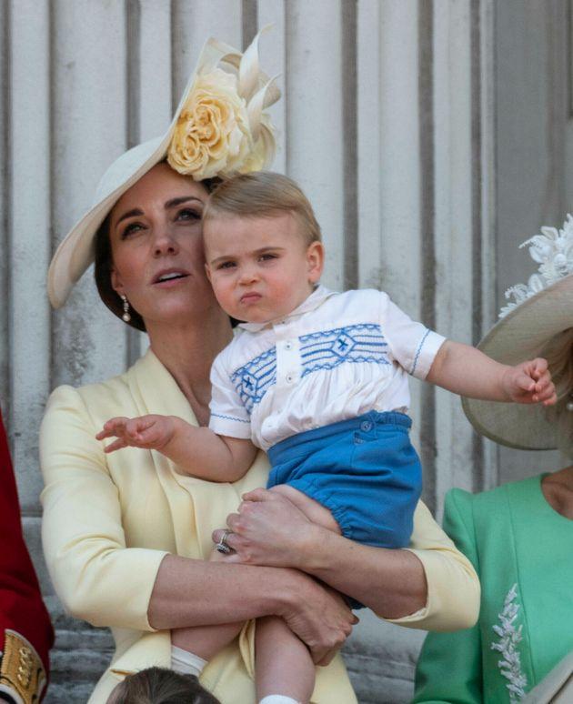 Laduchesse de Cambridge et le prince Louis en juin 2019 (photo
