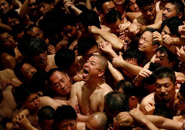 Η «γυμνή γιορτή» της Ιαπωνίας που συγκέντρωσε πάνω από 10.000