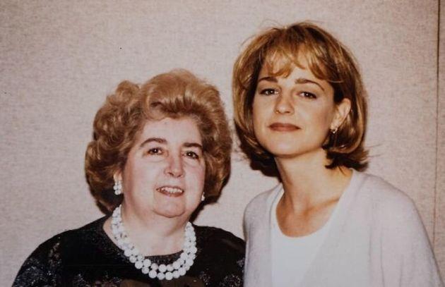 Αλμπουμ με φωτογραφίες μιας «άγνωστης» γυναίκας με διάσημους σταρ βρέθηκε σε παλιατζίδικο - Ποια