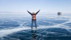 Το «Μπλε Μάτι της Σιβηρίας»: Αγώνας δρόμου στην παγωμένη λίμνη Βαϊκάλη ακούγοντας τον πάγο να