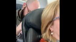 La pasajera de delante reclina el asiento en el avión y su venganza se hace