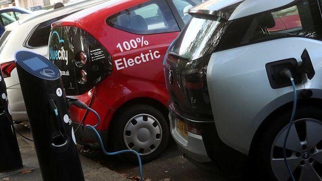 禁止 イギリス ガソリン 車