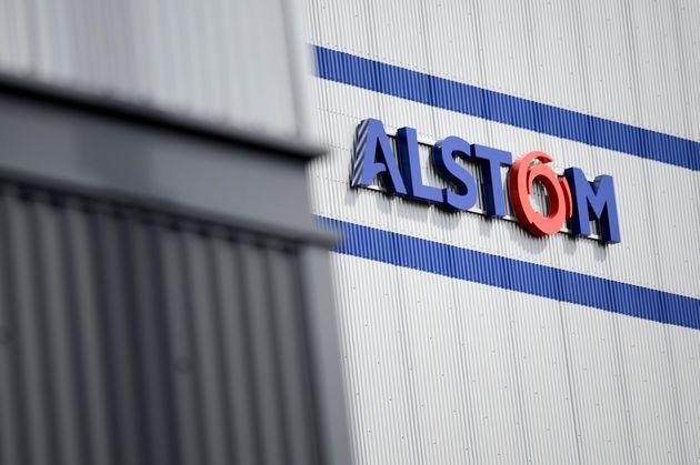 La logo Alstom sur l'usine d'Alstom de Montoir-de-Bretagne, près de Saint-Nazaire