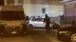 Bomba carta davanti casa del rivale in amore: arrestato 21enne nel