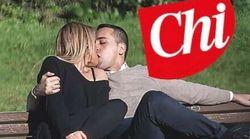 Il bacio di San Valentino tra Virginia Saba e Di Maio (sulla loro panchina
