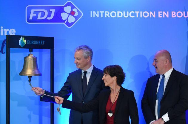 Bruno Le Maire et Stéphane Pallez, ici sonnant la cloche de l'introduction boursière de...