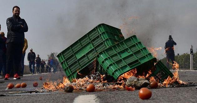 De cortar carreteras a reunirse en el Ministerio: las protestas del campo alcanzan una nueva