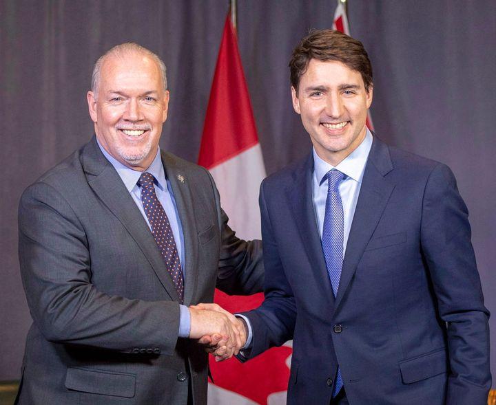 Le premier ministre Justin Trudeau rencontre son homologue de la Colombie-Britannique, John Horgan, lors de la conférence des premiers ministres qui s'est tenue à Montréal, en décembre 2018. Horgan a annoncé que l'État de droit doit prévaloir et que le projet a tout à fait le droit d'aller de l'avant.