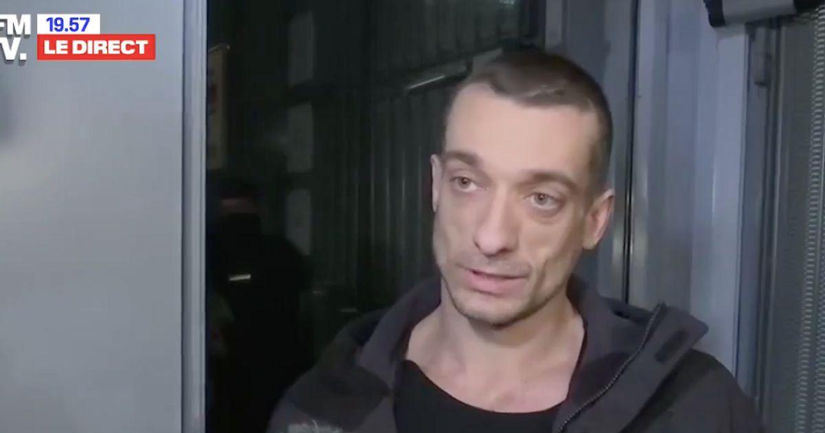 """Piotr Pavlenski veut """"continuer son projet porno-politique"""""""