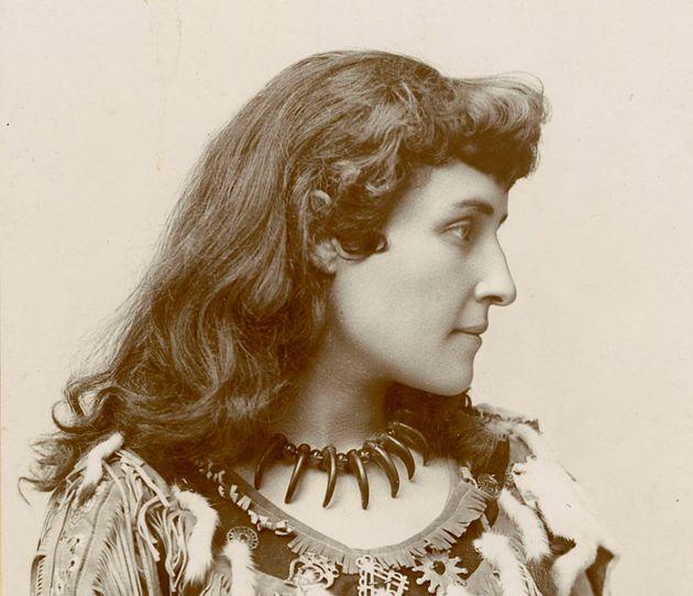 E. Pauline Johnson sur une photo
