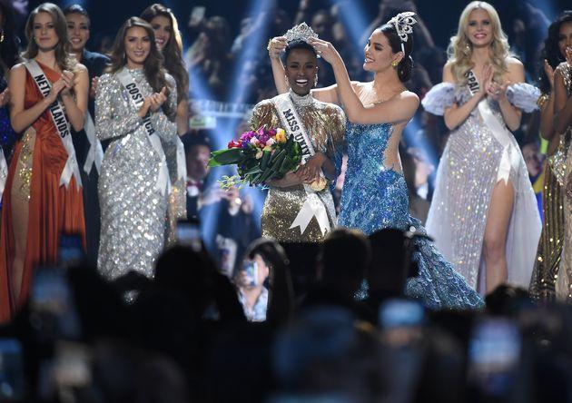 Zozibini Tunzi, da África do Sul, foi coroada como Miss Universo em 2019. Ela é a primeira...